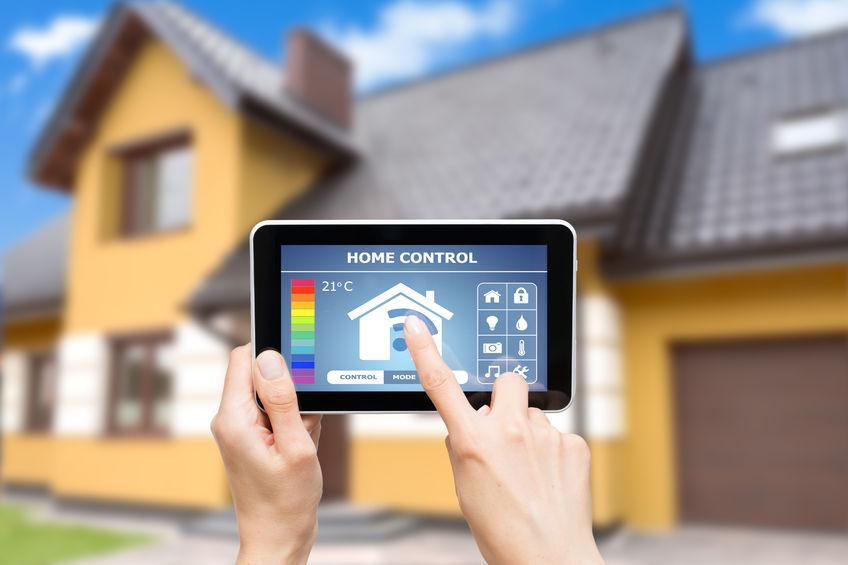 """Viel mehr als nur Abschreckung von Einbrechern – eine moderne Alarmanlage macht Ihr Haus """"smart""""."""