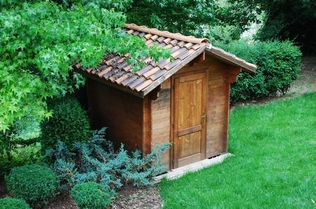 Gartenhausdach mit Ziegeln